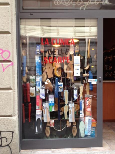 la clinica delle scarpe @ via marco d'oggiono 5, milan